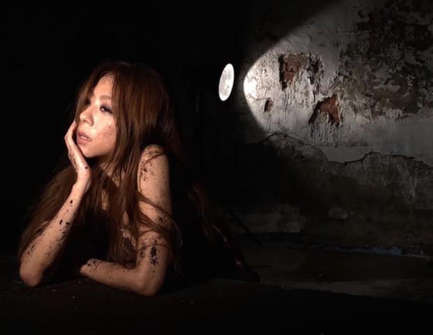 陳綺貞新歌〈傷害〉大使壞!低胸蕾絲一脫過往形象
