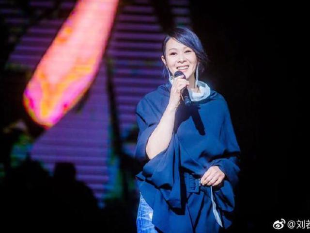 回憶殺!劉若英曬舊時演唱會服裝俏皮提問網友