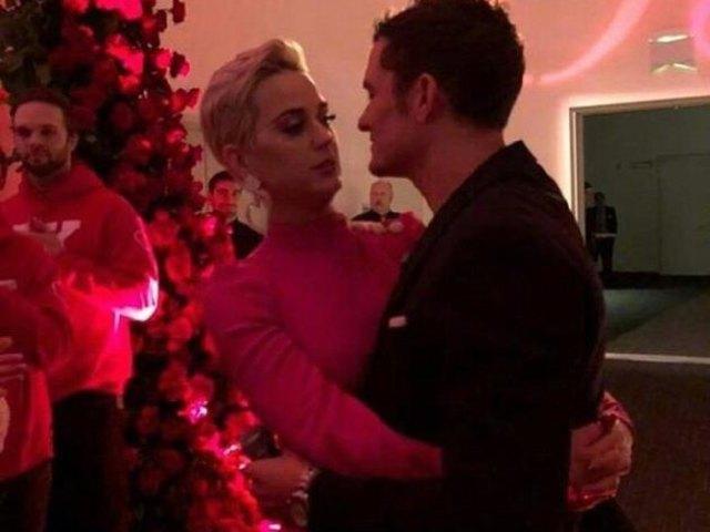 Katy Perry與奧蘭多情人節訂婚 女方媽媽曬訂婚戒指