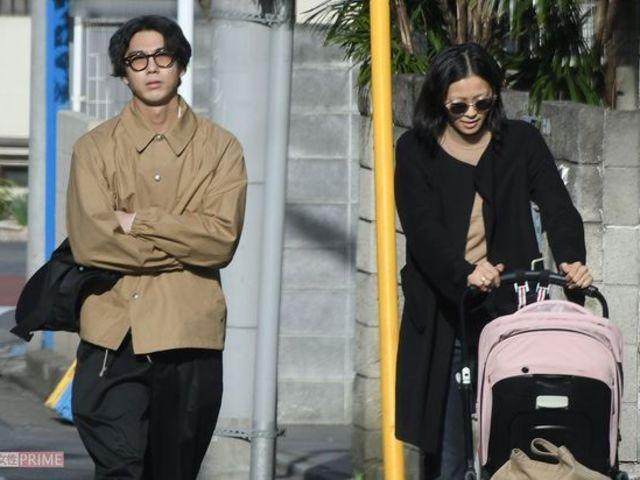 榮倉奈奈與丈夫賀來賢人帶娃外出共度休息日